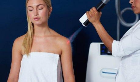 La cryothérapie localisée s'utilise dans le cas d'une inflammation ou d'un choc. Elle permet de réduire les douleurs ciblées. Notamment au niveau musculaire, articulaire, ou sur les zones difficiles d'atteinte comme la voute plantaire, les doigts, les pieds ...