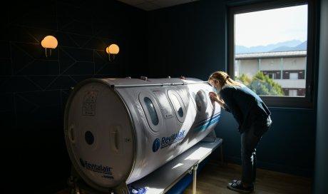 séance d'oxygnéothérapie pour les patients atteints de problèmes respiratoires et du covid