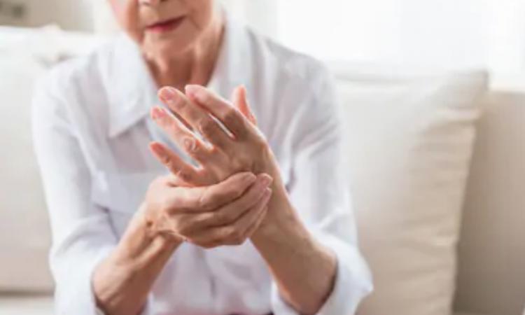 réduire les douleurs articulaires et les rhumatismes des mains et poignets avec la cryothérapie à Lyon