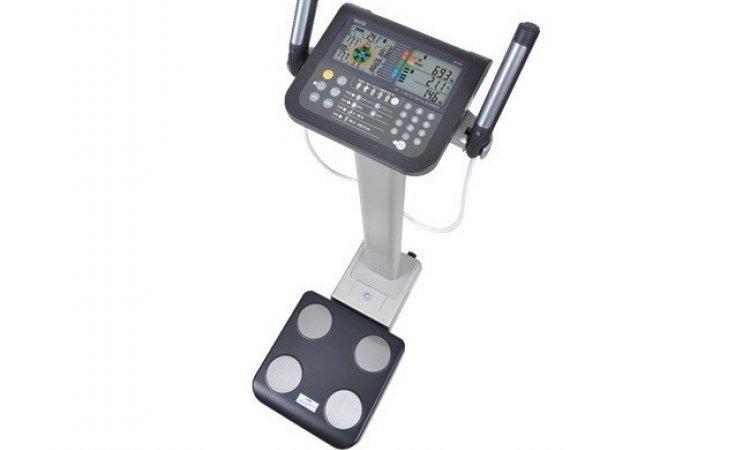 balance tanita impedancemetre utilisé lors d'une séance de cryolipolyse à lyon