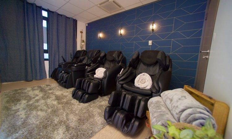 Salle de détente avec massage et pressothérapie CRYO Advance Lyon Gerland